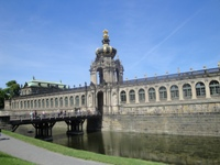 book a sightseeing bus tour through Dresden