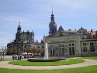 how to book a city tour in Dresden with a guide?
