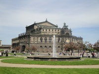 how to book a sightseeing bus tour with a coach, a bus or a minibus in Dresden?